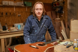 Tony Edwards, Guitar Maker, Tony Edwards Guitars